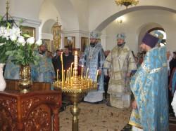 Престольный праздник в Свято-Покровском храме г. Доброполья. Архирейское богослужение